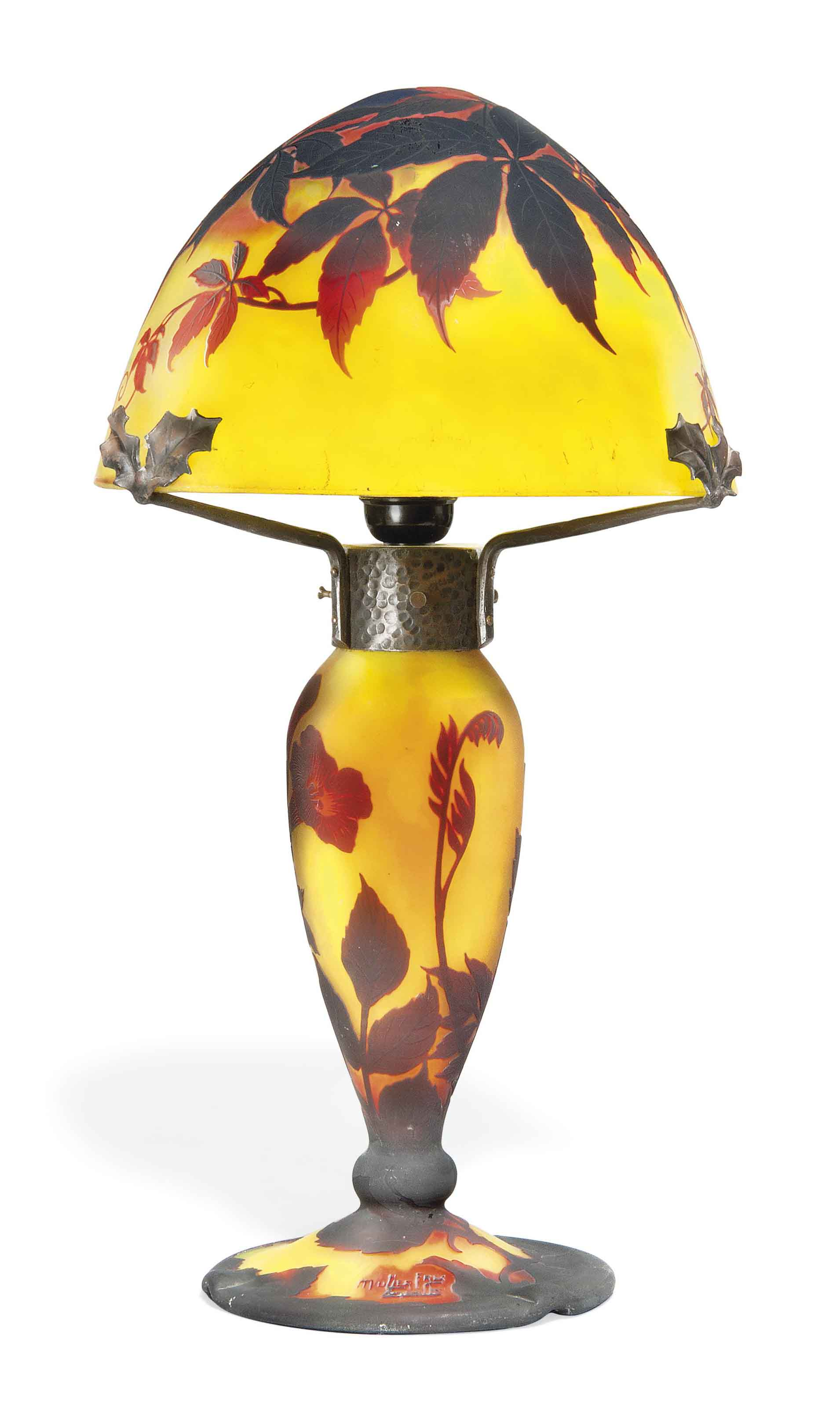 A MULLER FRERES CAMEO GLASS TABLE LAMP