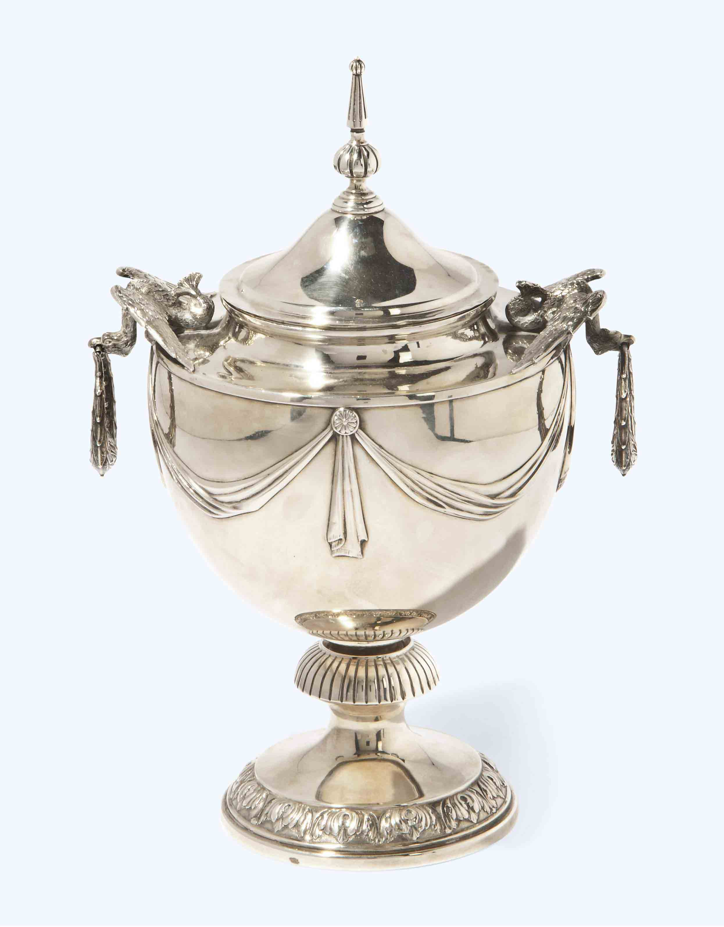 AN EDWARDIAN SILVER CUP AND COVER