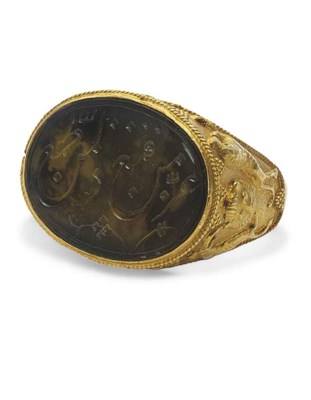 A GOLD RING WITH PERSIAN INTAG