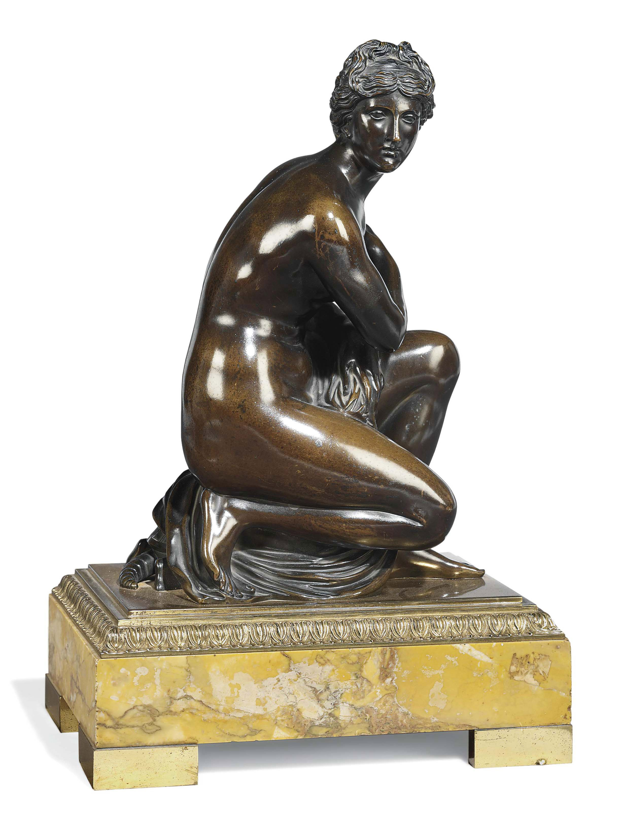 A PATINATED BRONZE FIGURE OF THE CROUCHING VENUS
