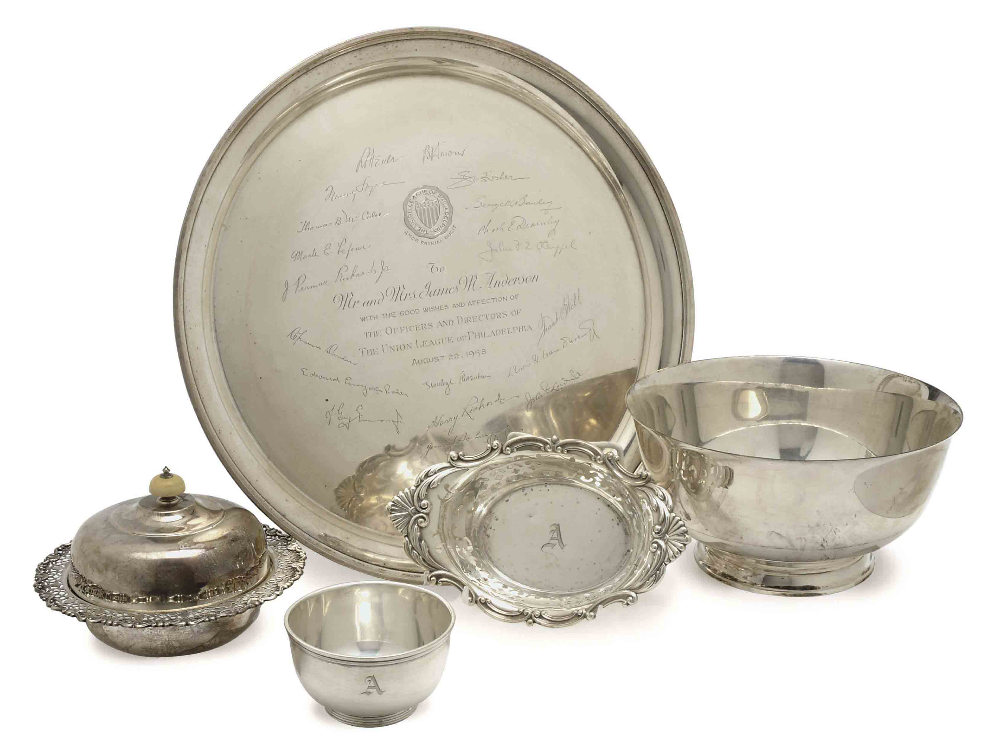 A GROUP OF ENGLISH AND AMERICAN SILVER TABLEWARES,