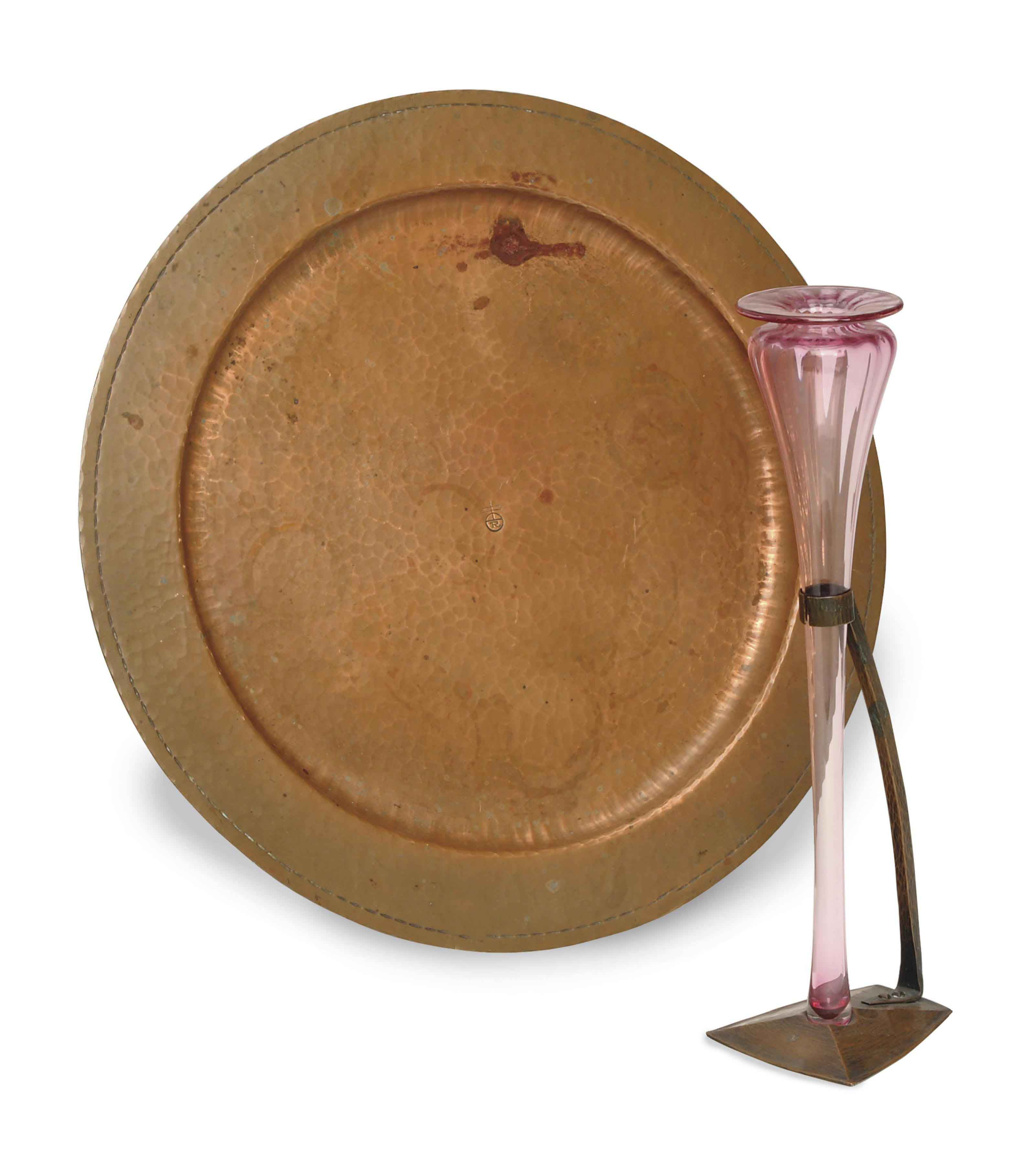 AN AMERICA ARTS AND CRAFTS COPPER BUD VASE MOUNT AND A TRAY,