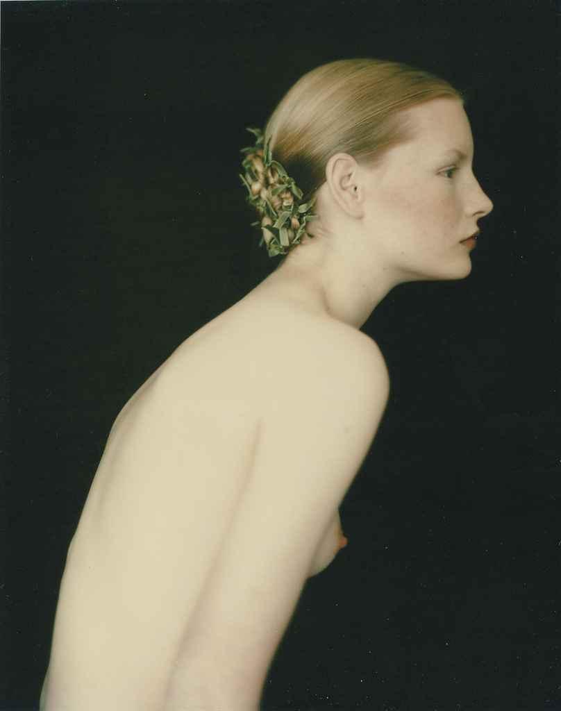 Kirsten pour Romeo Gigli, Londres; and Kirsten in Nero, 1989-1990