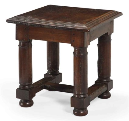 TABLE D'APPOINT DE STYLE BAROQ