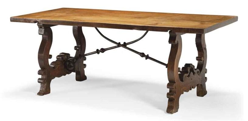 TABLE A VERROUS DE STYLE BAROQ