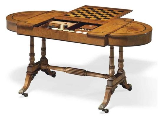 TABLE A JEUX D'EPOQUE REGENCY
