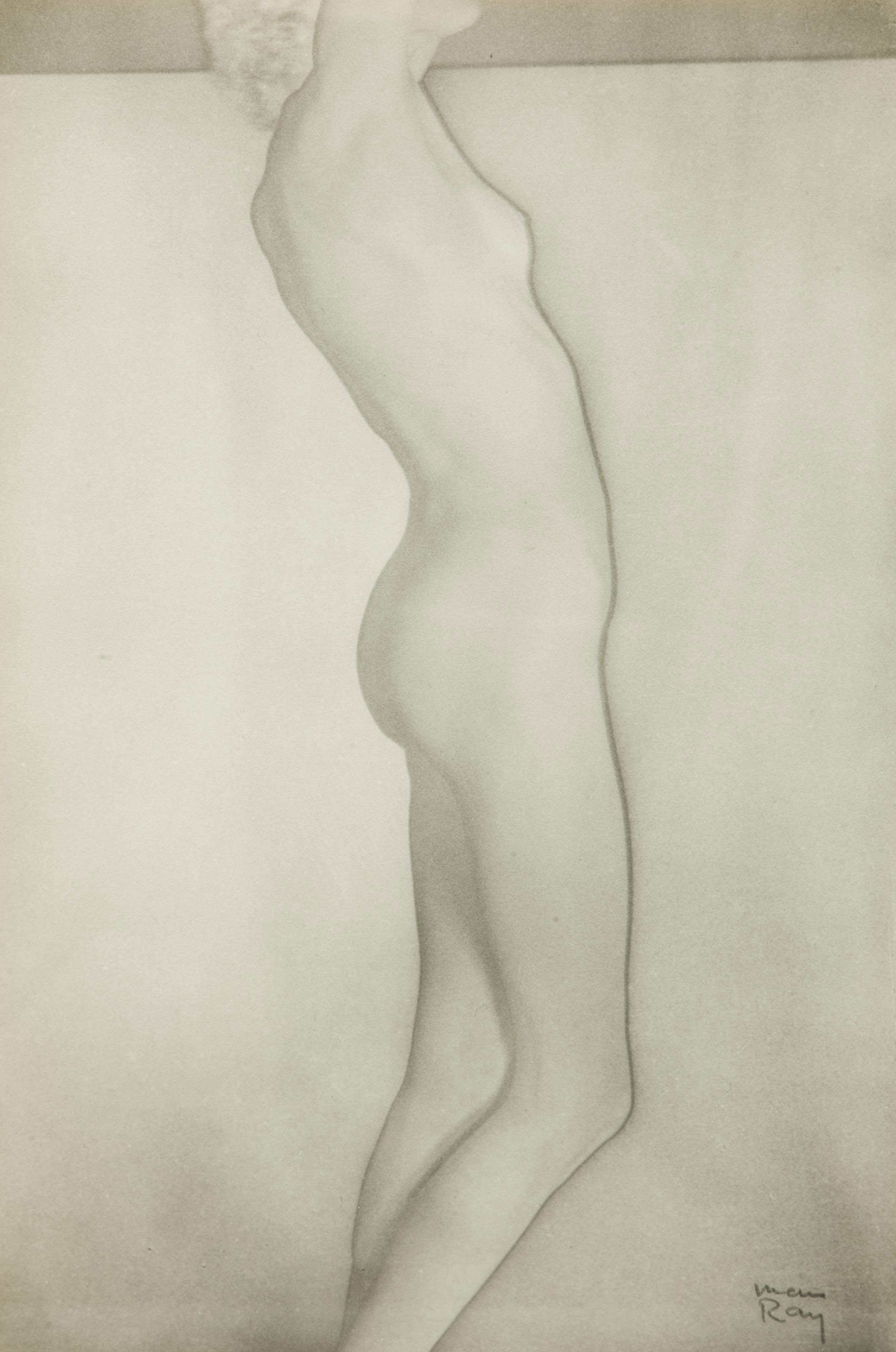 [MAN RAY] -- ÉLUARD, Paul (1895-1952). Facile. Poèmes de Paul Éluard, photographies de Man Ray. Paris: GLM, 1935.