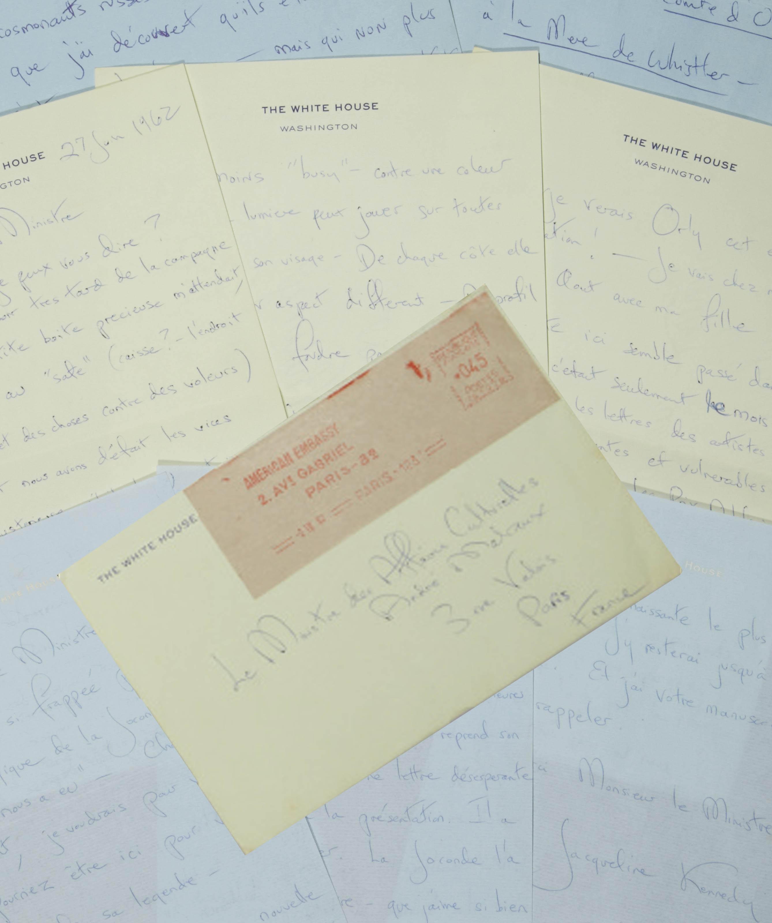 KENNEDY, Jacqueline (1929-1994). Réunion de trois lettres autographes signées de Jackie Kennedy à André Malraux, alors ministre d'État chargé des Affaires culturelles, dont deux sur papier à en-tête de la Maison Blanche.