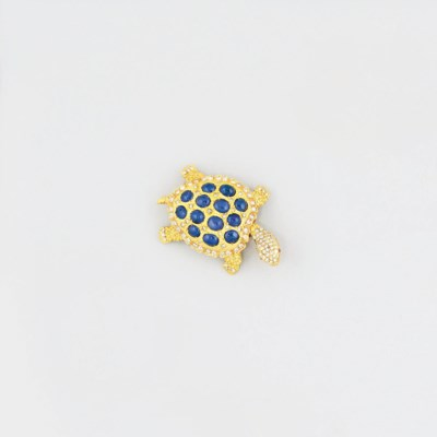 A sapphire and diamond brooch/