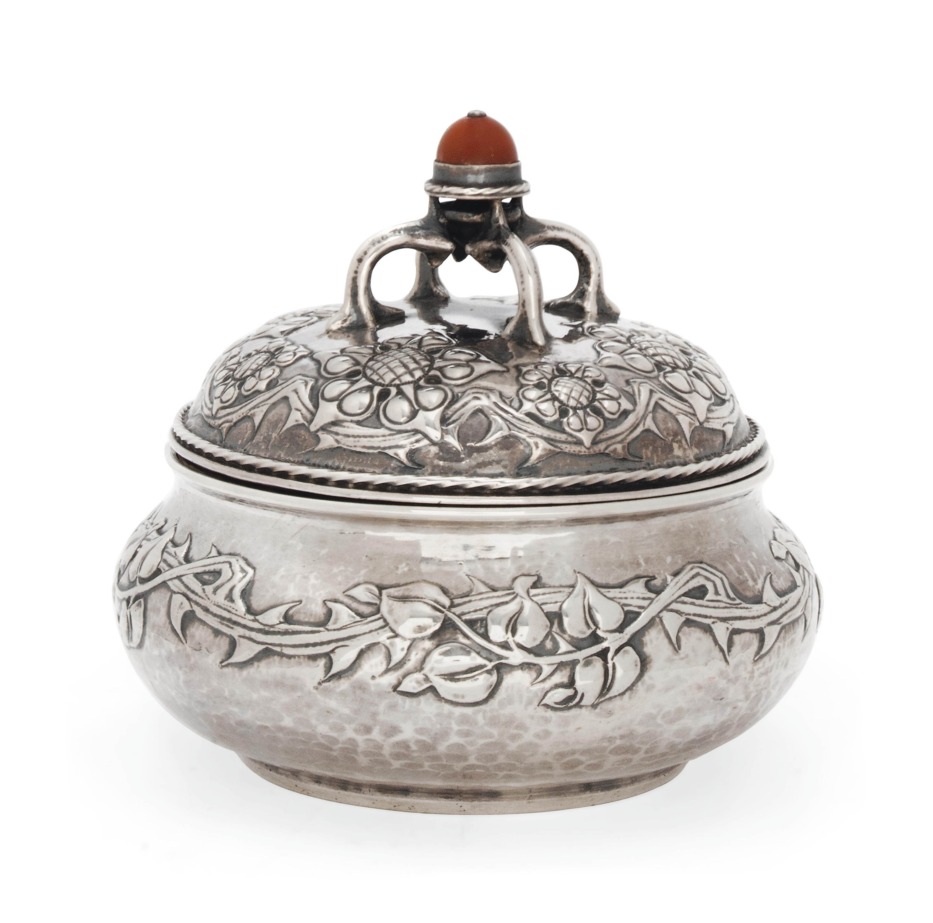 AN RAMSDEN (1873-1939) & CARR (1872-1940) SILVER POWDER BOWL AND COVER