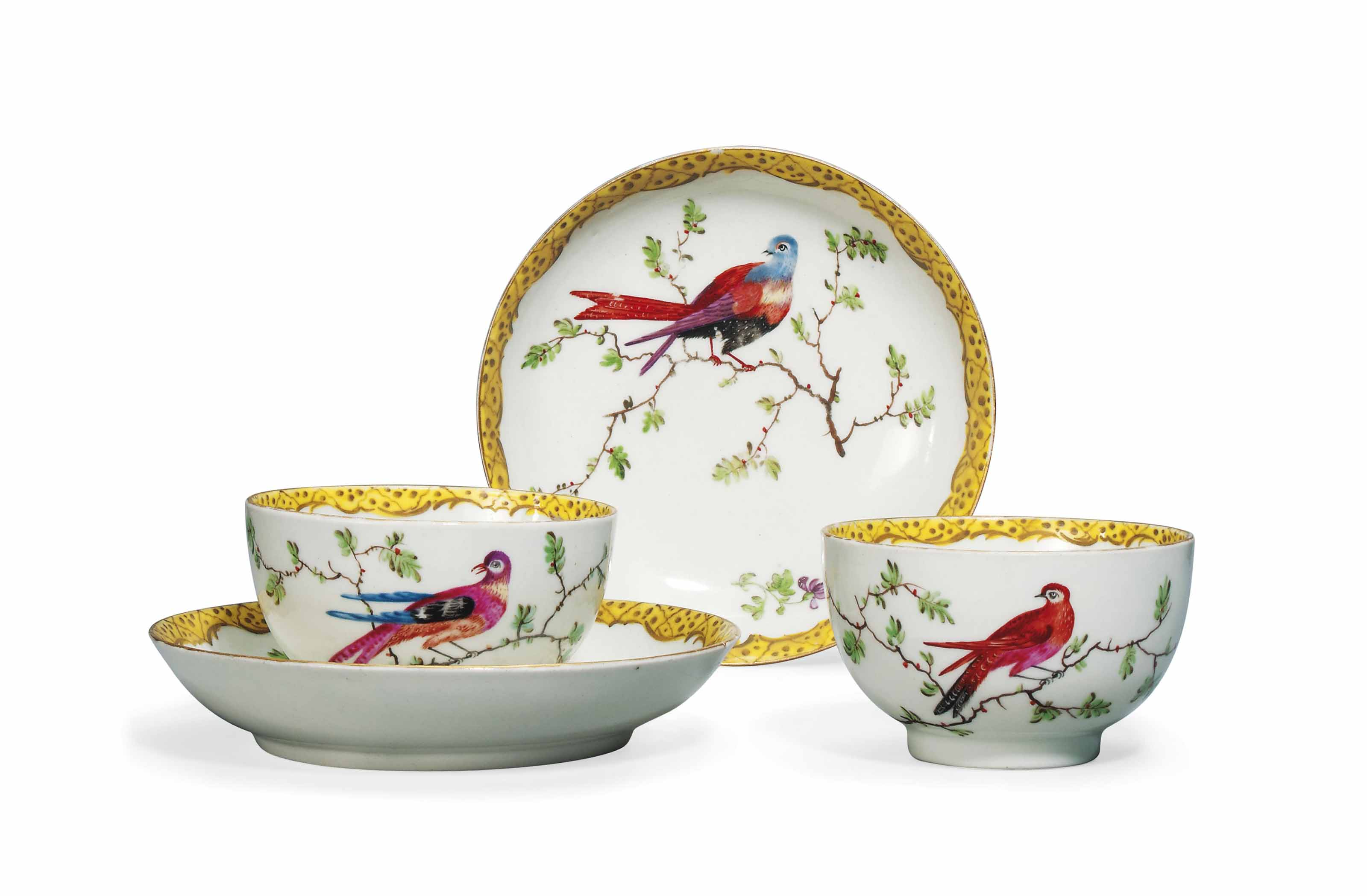 A PAIR OF WORCESTER TEA CUPS AND SAUCERS