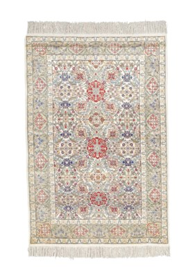 AN EXTREMELY FINE SILK HEREKE