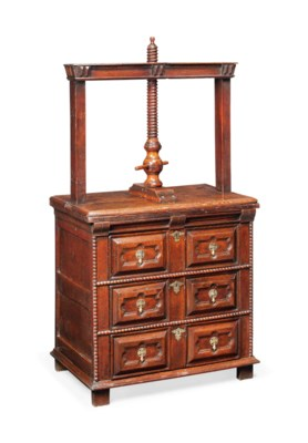 A WILLIAM AND MARY OAK CHEST W