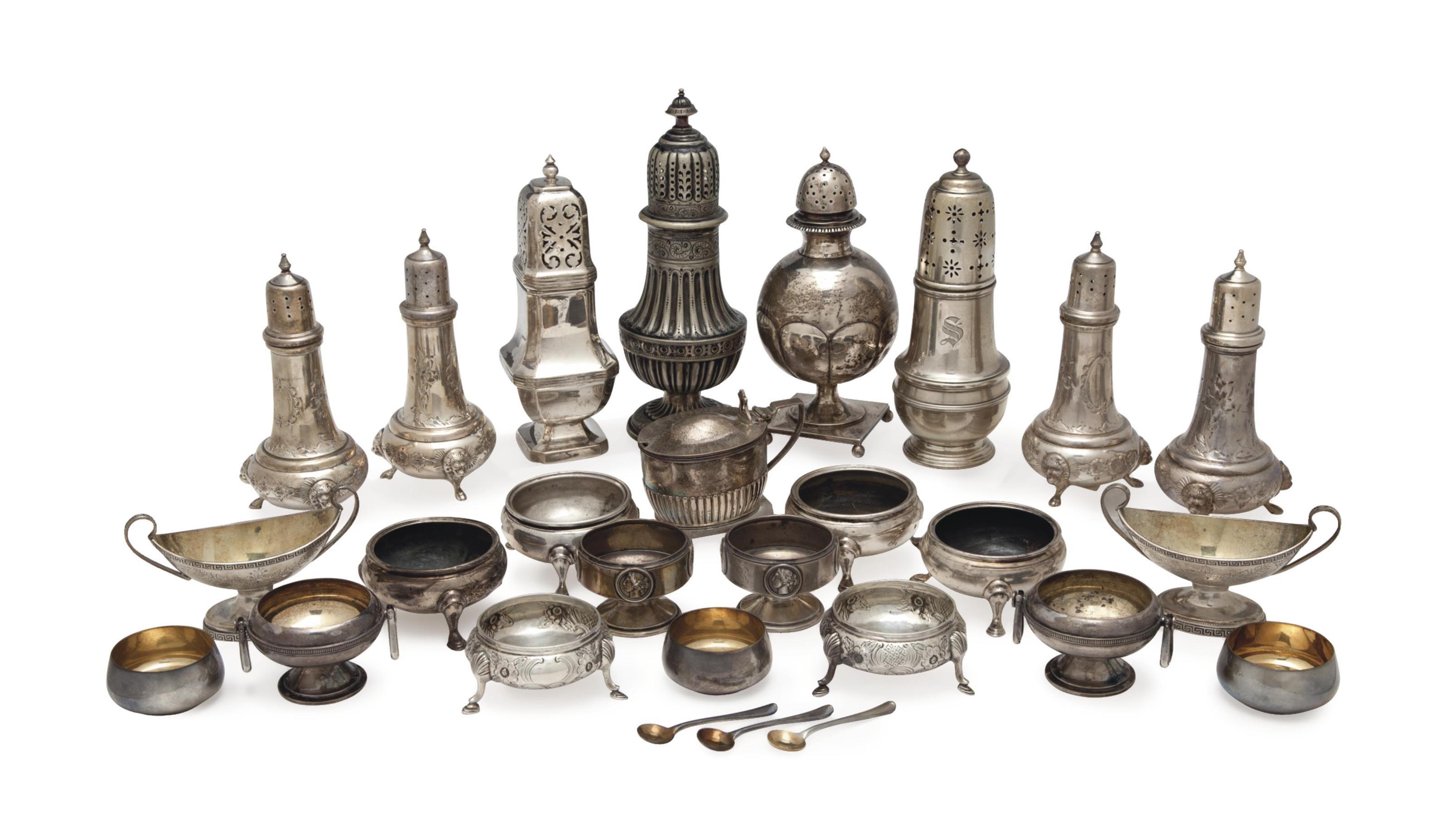 A GROUP OF AMERICAN AND ENGLISH SILVER TABLEWARES,