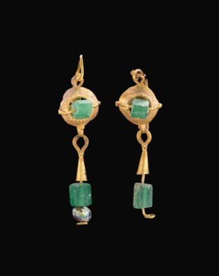 A PAIR OF ROMAN GOLD AND GLASS