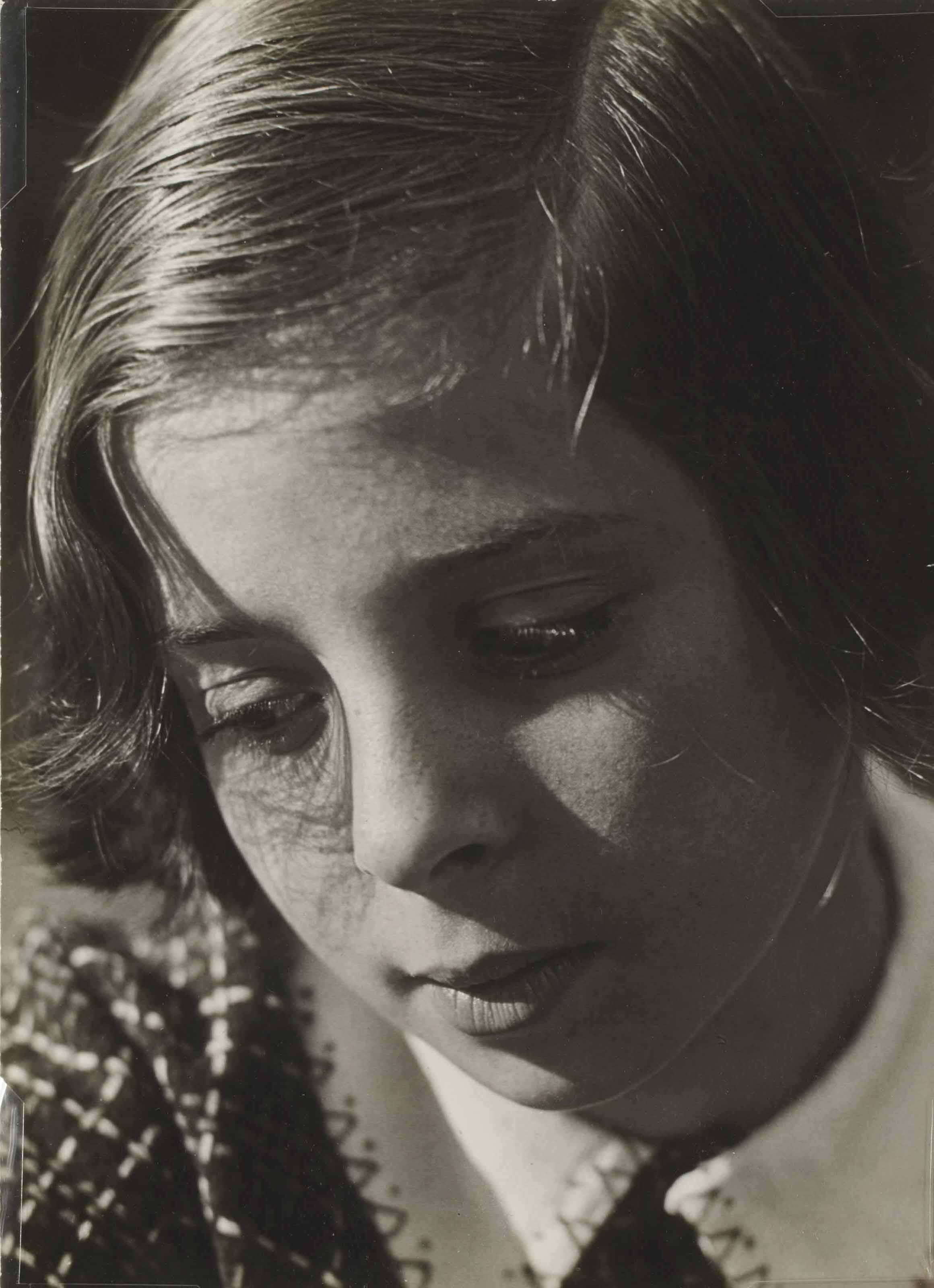 Mein kind (Helga Biermann, la fille du photographe), circa 1931