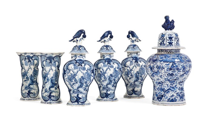 A DUTCH DELFT GARNITURE OF BLU