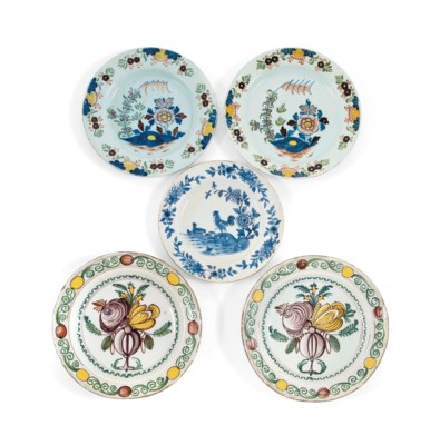 A PAIR OF ENGLISH DELFTWARE PO