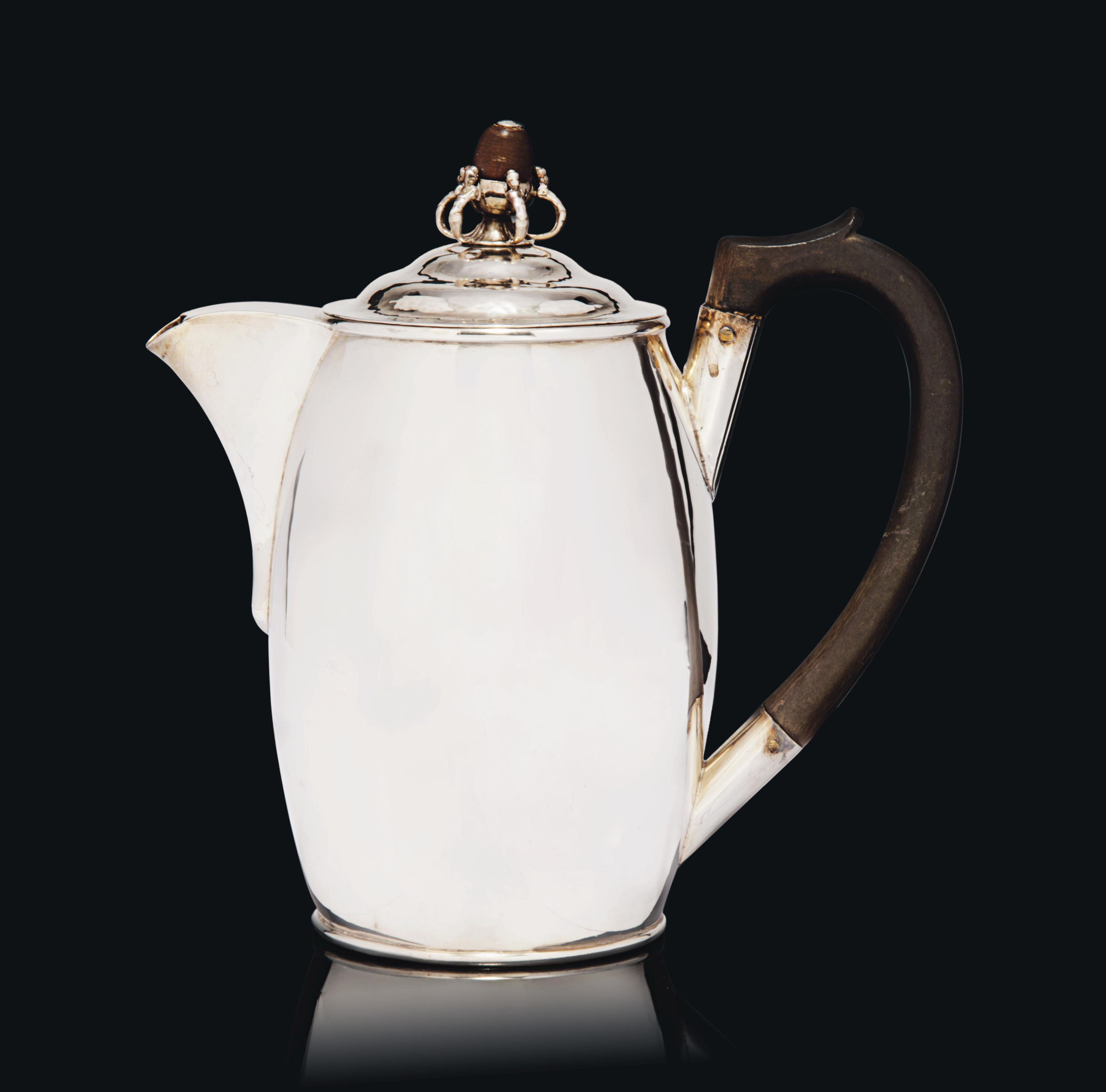 AN ARTS & CRAFTS GUILD OF HANDICRAFT LTD SILVER COFFEE POT, THE DESIGN ATTRIBUTED TO CHARLES ROBERT ASHBEE (1863-1942)