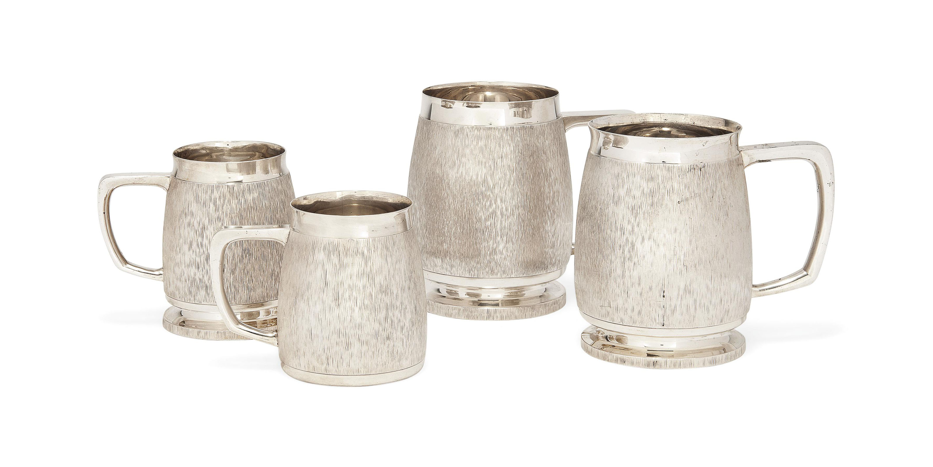 FOUR SILVER MUGS IN THREE SIZES, IN THE MANNER OF GERALD BENNEY
