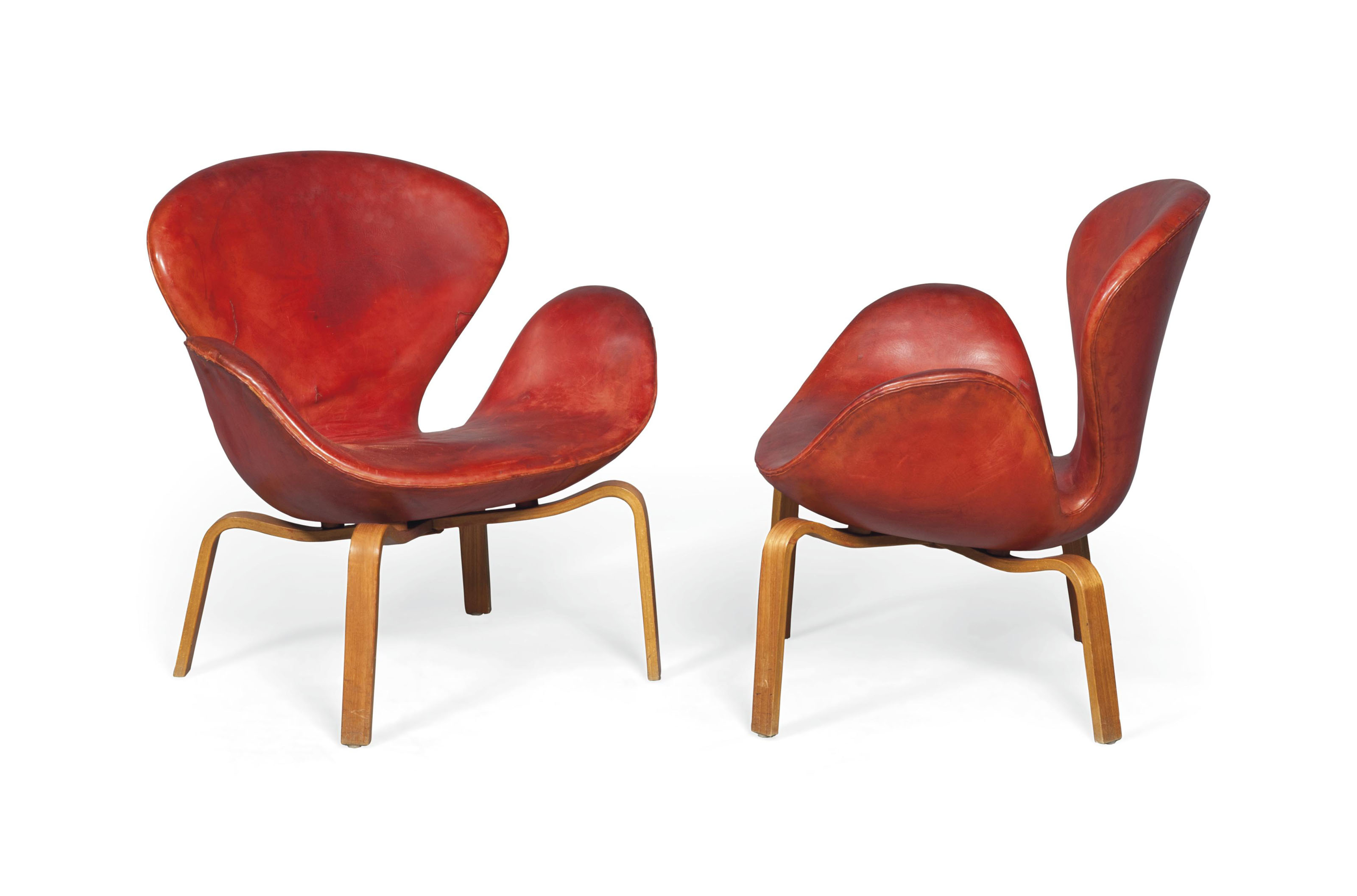 A PAIR OF ARNE JACOBSEN EARLY (PRODUCTION) 'SWAN' LOUNGE CHAIRS