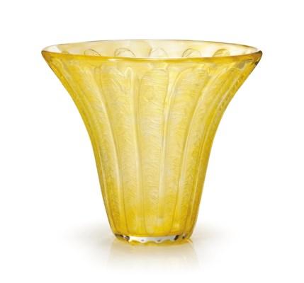 A DAUM ART DECO GLASS VASE