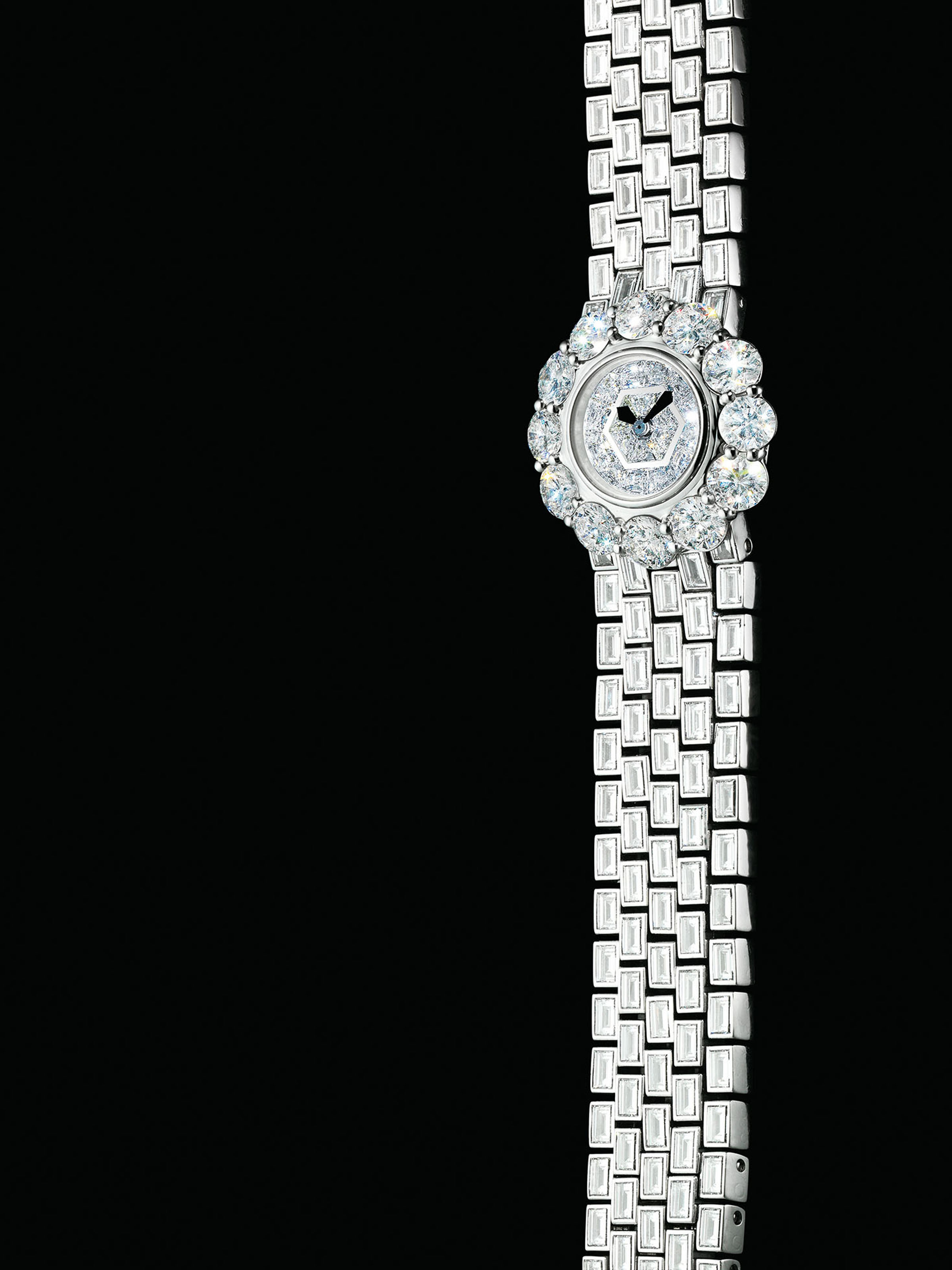 GERALD GENTA. A LADY'S FINE AND RARE 18K WHITE GOLD AND DIAMOND-SET BRACELET WATCH