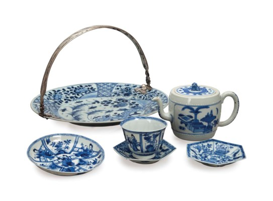 A GROUP OF CHINESE BLUE AND WH