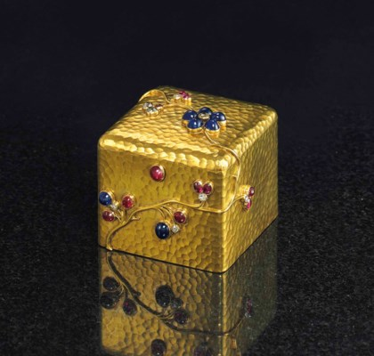 A JEWELED GOLD BOX