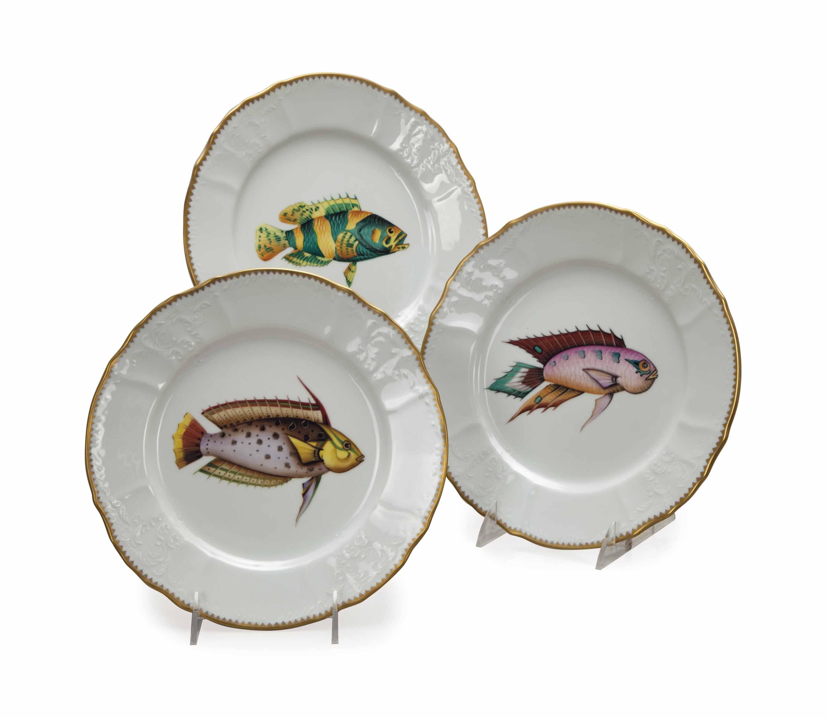 TEN HUNGARIAN DINNER PLATES,