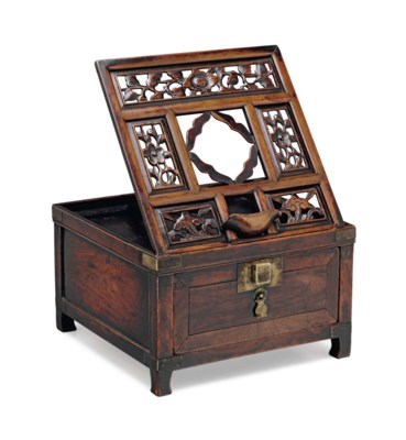 A HUANGHUALI DRESSING CASE WIT