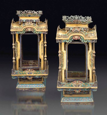 A PAIR OF CLOISONNE ENAMEL LAN