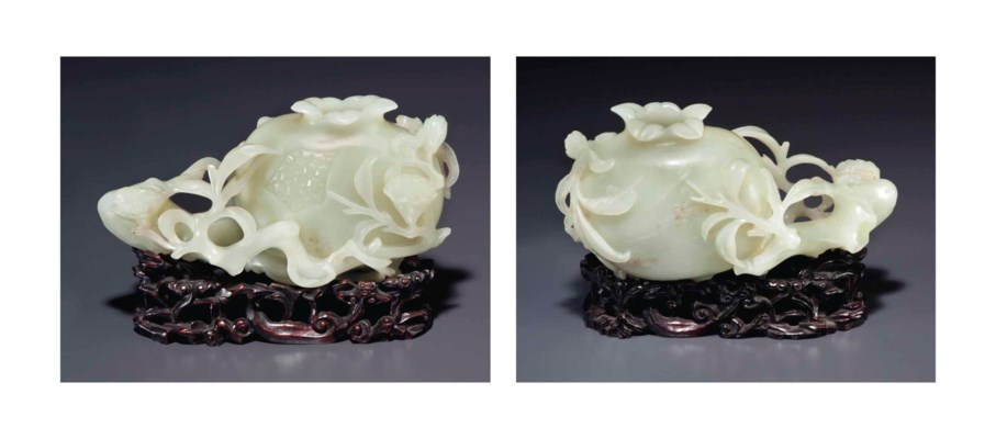 A WHITE JADE CARVING OF A POME