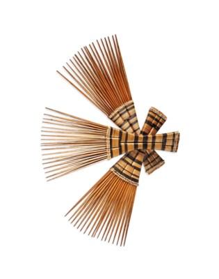 Quatre peignes Four combs