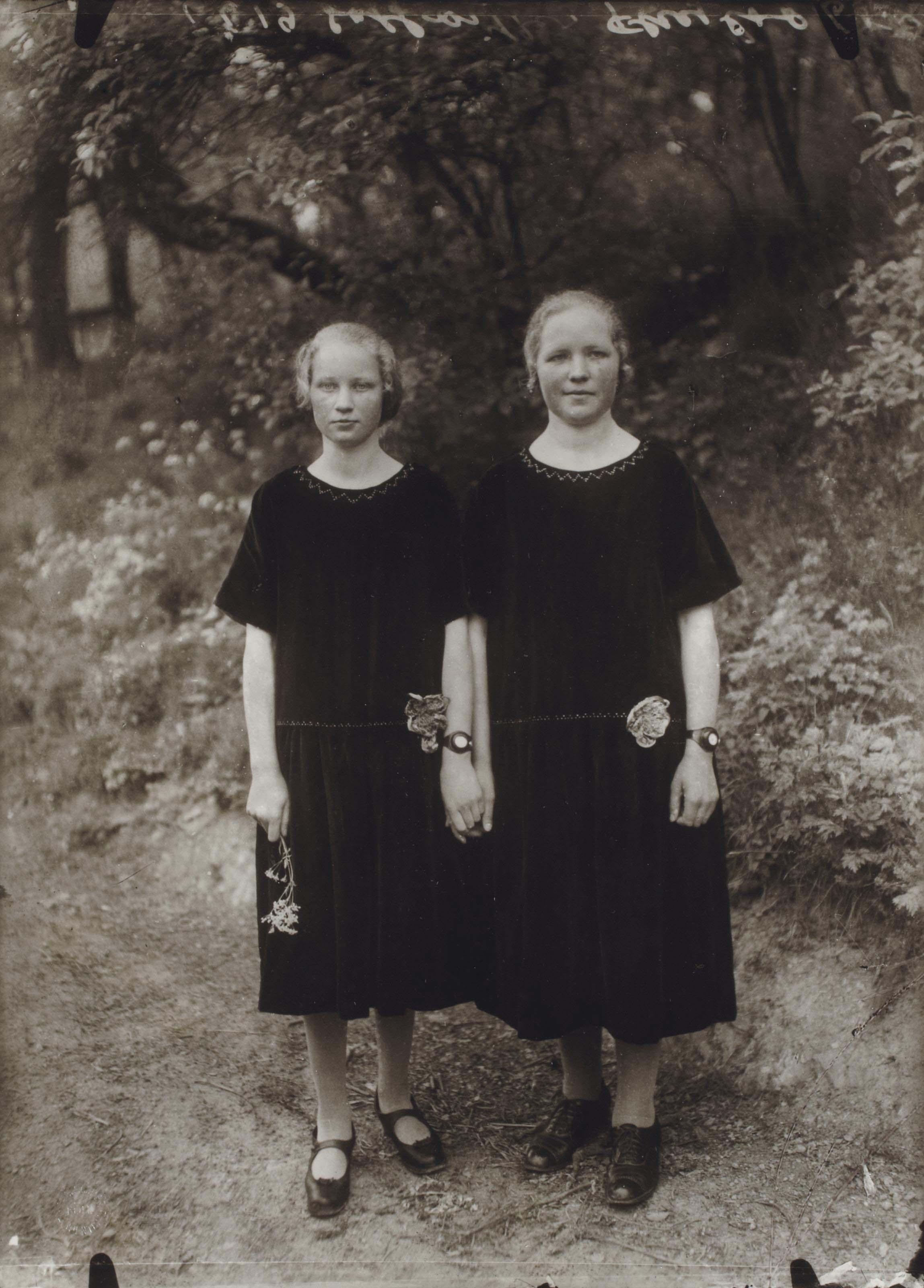 Country girls, 1925
