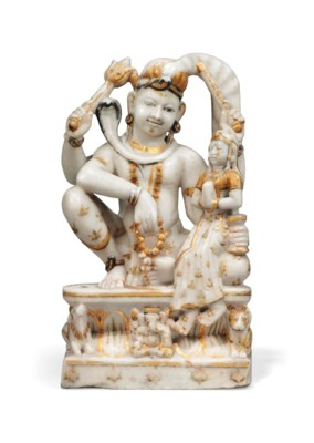 AN INDIAN WHITE MARBLE STATUE