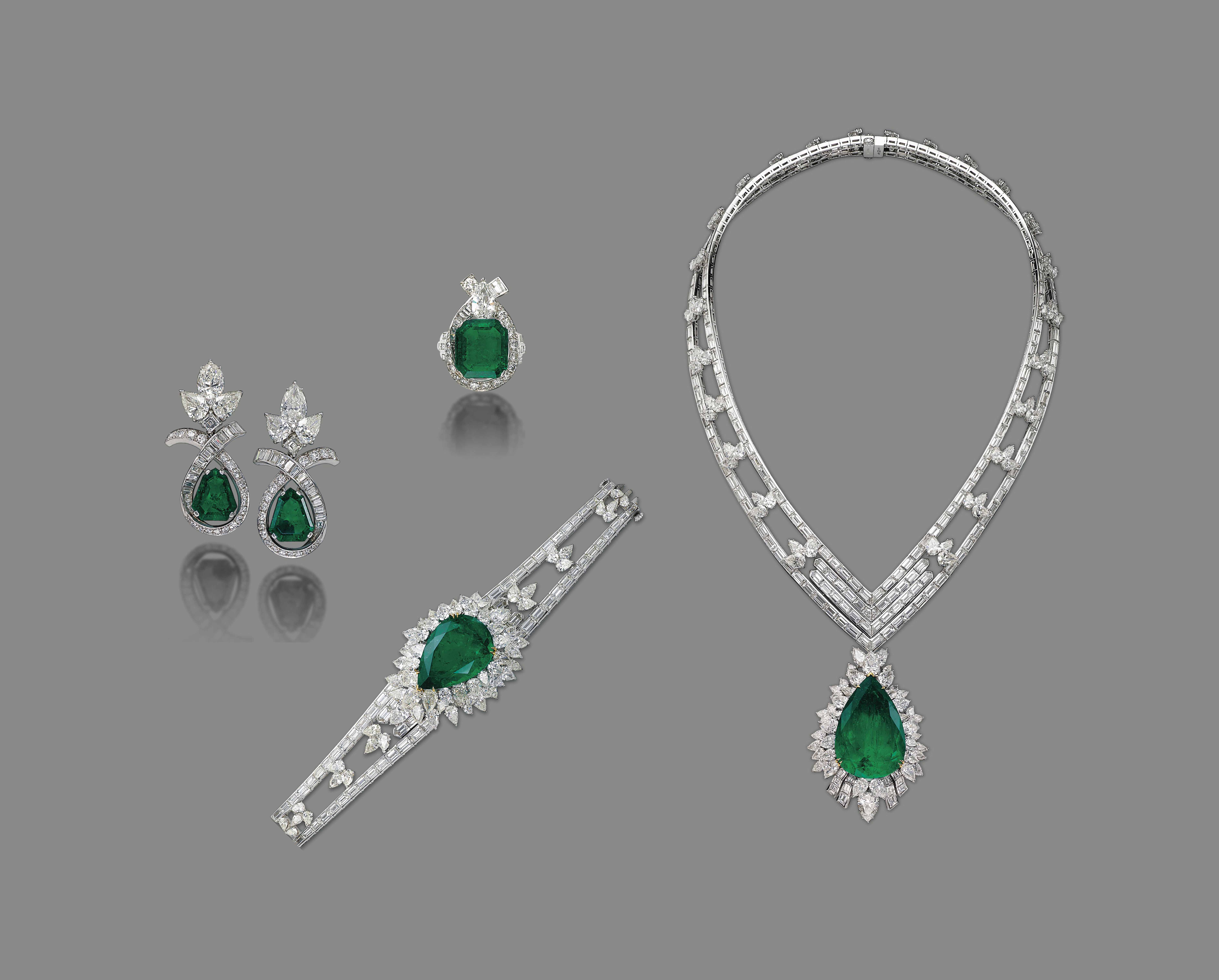 A SET OF EMERALD AND DIAMOND JEWELLERY, BY MOUAWAD