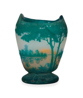 A FRENCH ETCHED CAMEO GLASS VA