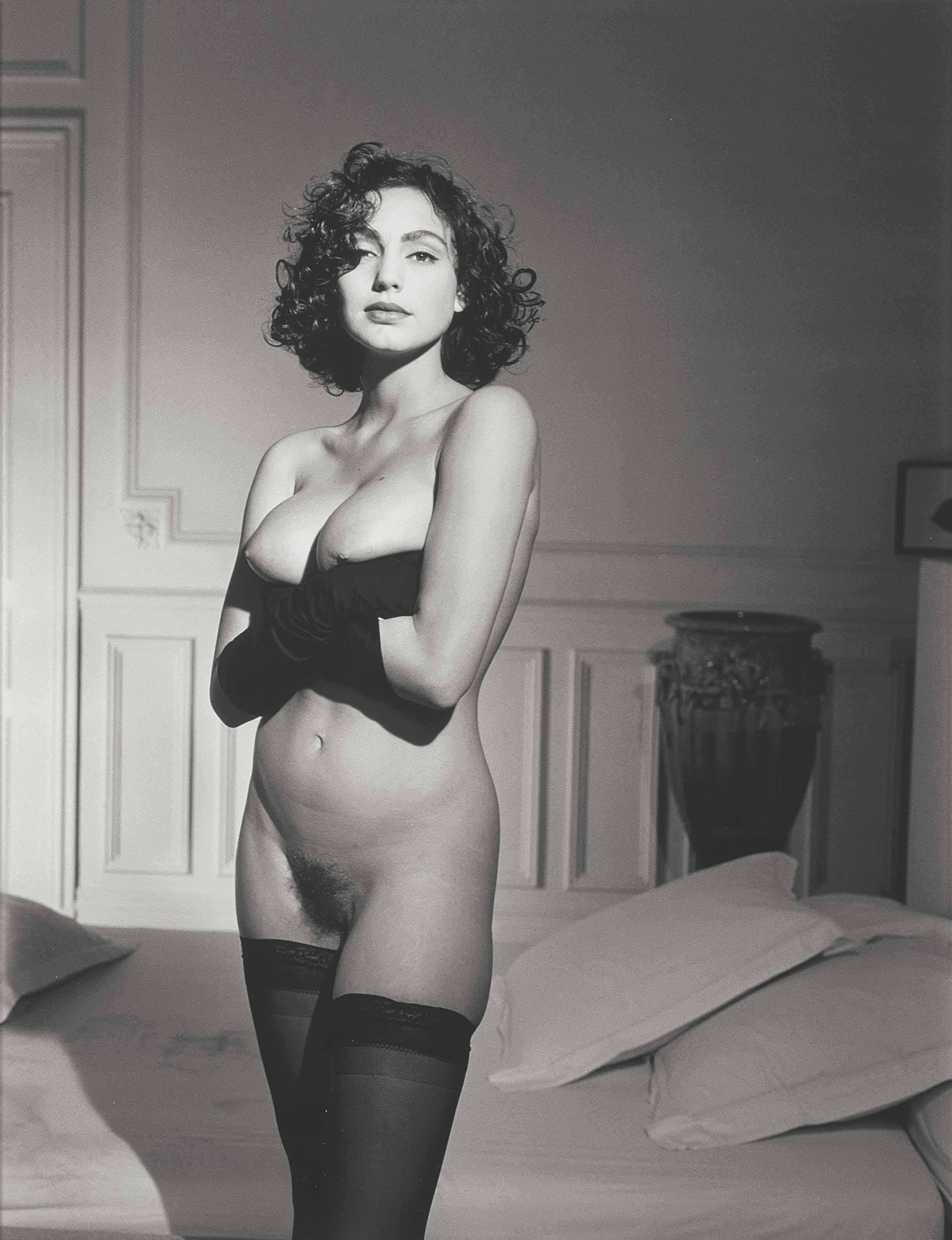 Claudya Desout avec des Gants, Paris, Octobre 1987