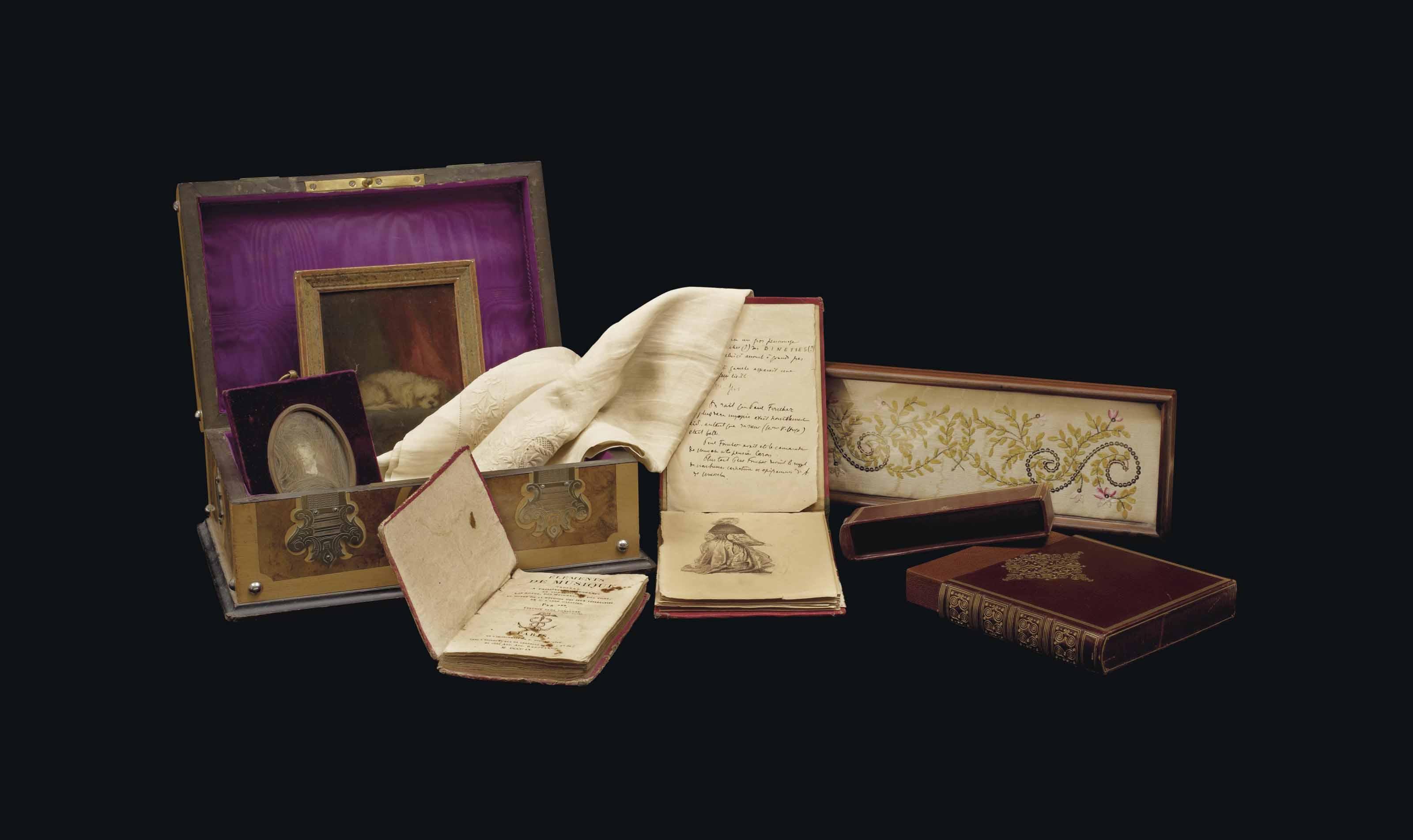 [SAND, George]. SOUVENIRS DE GEORGE SAND ET DE NOHANT conservés dans un coffret d'époque Napoléon III en marqueterie de ronce et de sycomore à motifs géométriques, à décor de pentures de cuivre estampé et gravé, doublure de moire cramoisie (105 x 260 x 185 mm). Il renferme: