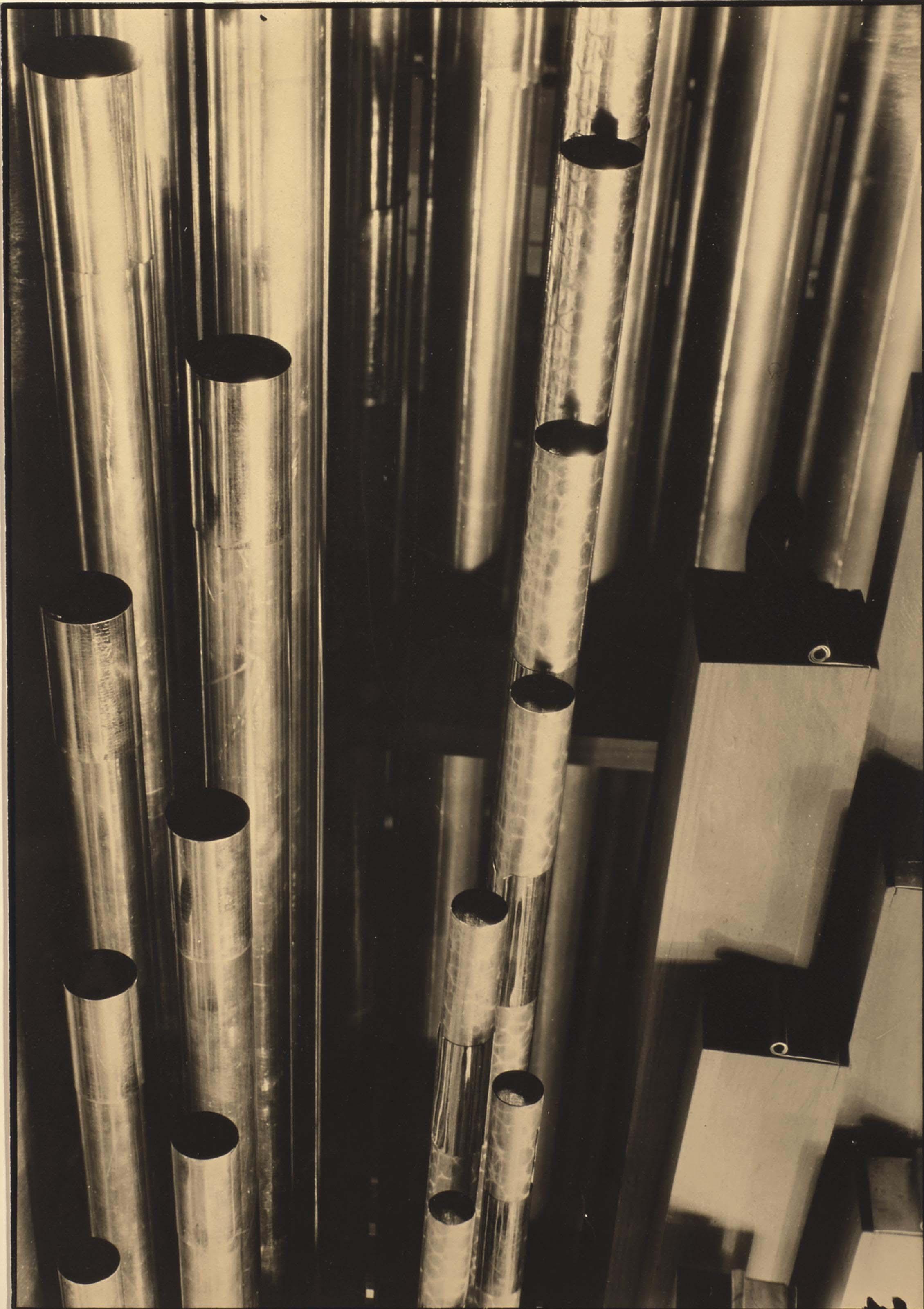 Organ pipes, vers 1931