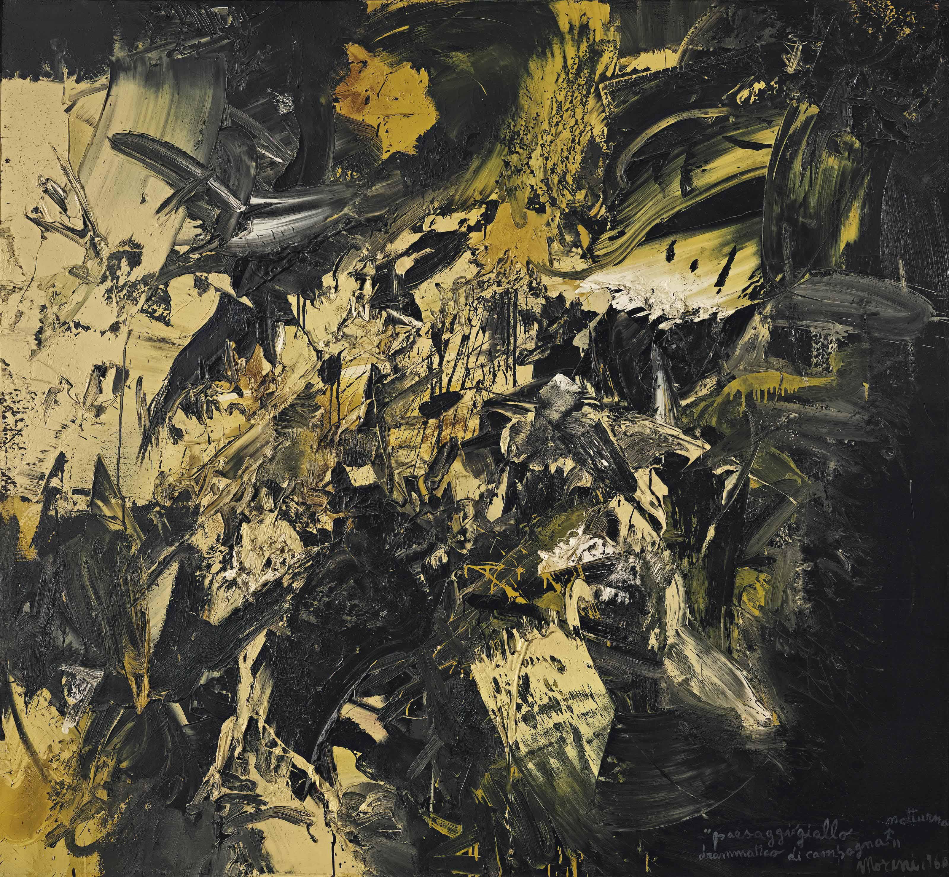 Paesaggio giallo notturno drammatico di campagna