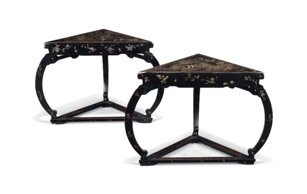 A PAIR OF GILT-DECORATED LACQU