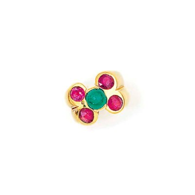 AN EMERALD AND RUBY DRESS RING