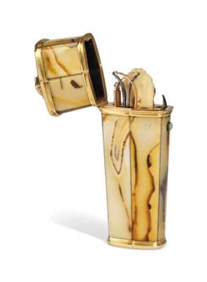 A GOLD-MOUNTED AGATE ETUI