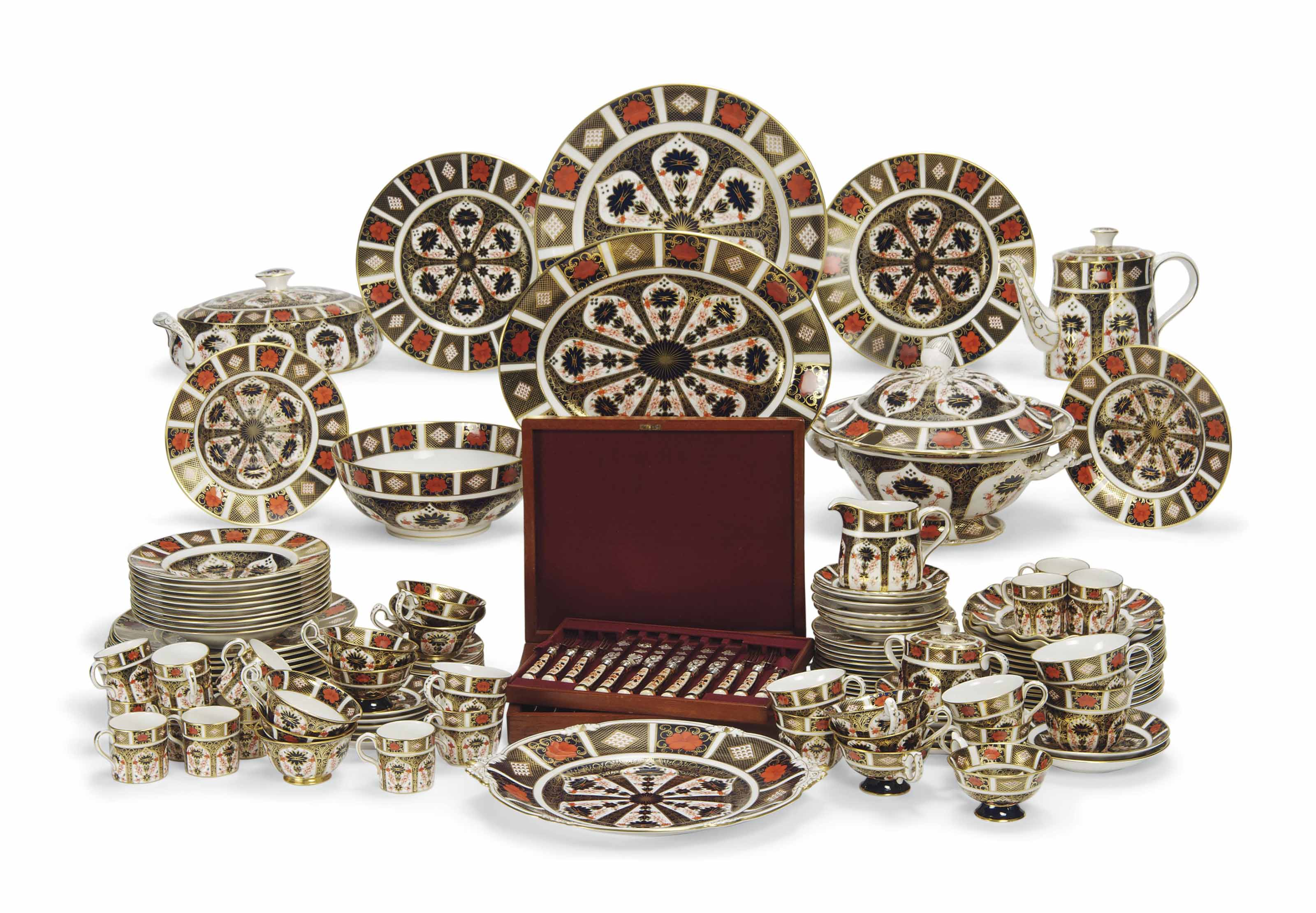 AN EXTENSIVE ROYAL CROWN DERBY IMARI PATTERN TABLE-SERVICE