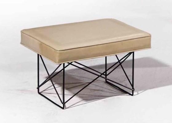 charles 1907 1978 ray eames 1912 1988 tabouret 39 ltr 39 le mod le cr vers 1950 dition. Black Bedroom Furniture Sets. Home Design Ideas
