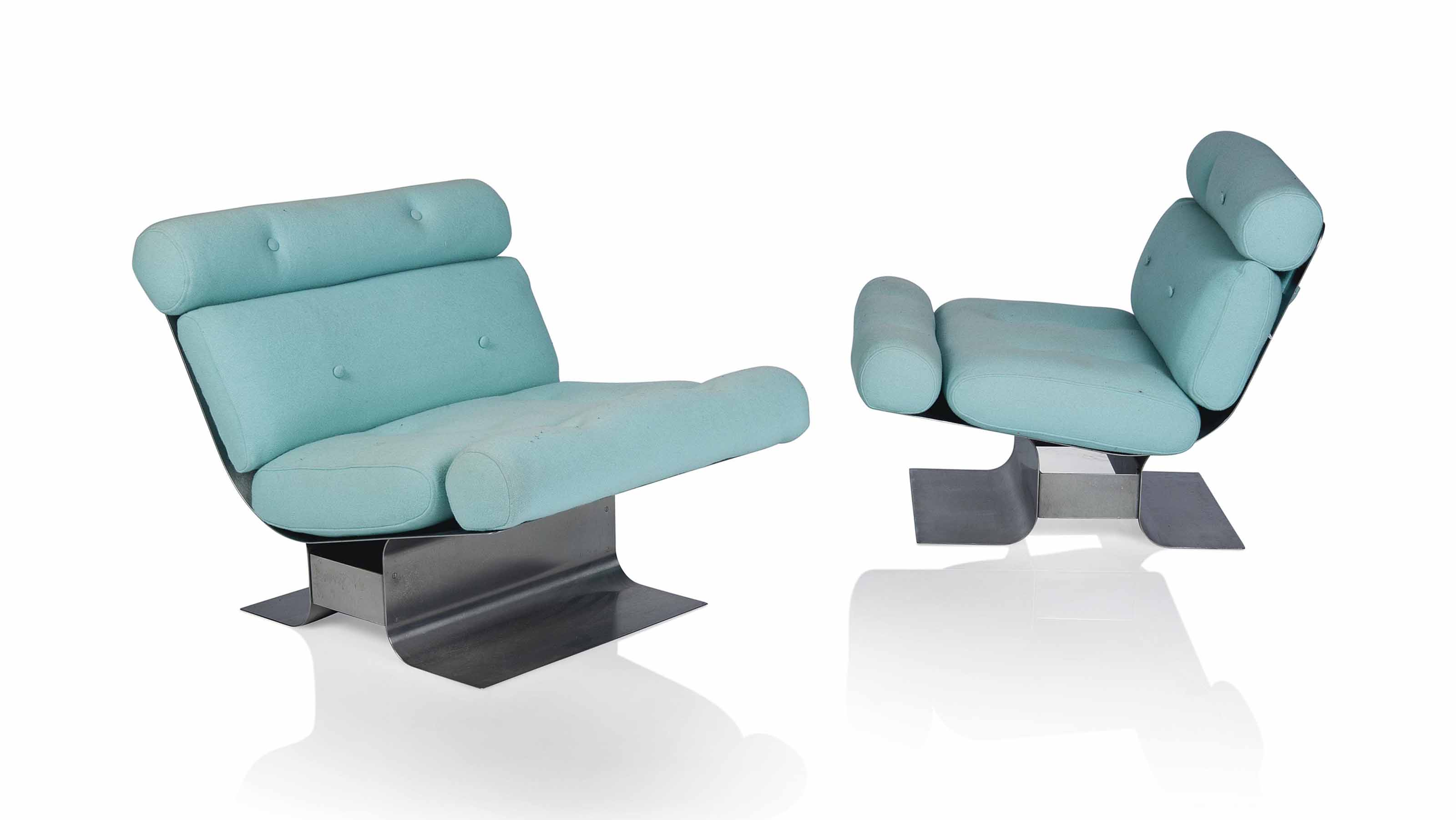 A PAIR OF LOUNGE CHAIRS