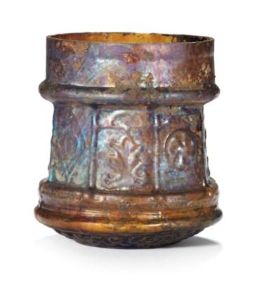A ROMAN AMBER GLASS PYXIS