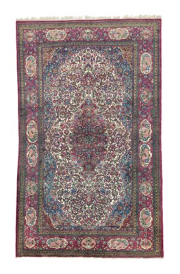 A VERY FINE KASHAN RUG, CENTRA